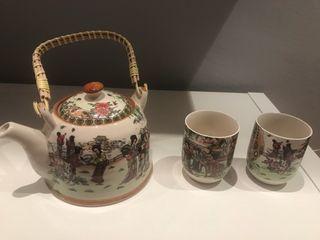Tetera y vasos japoneses
