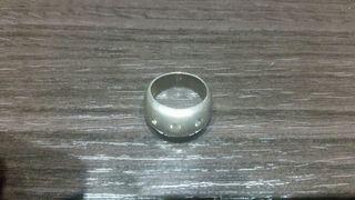 anillo de imitacion plata.