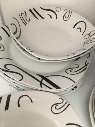 Vajilla de porcelana y dibujos en negro