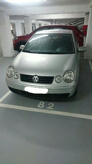 Volkswagen Polo 2005 gris (3 cil.)