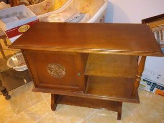 mesa de madera para televisor
