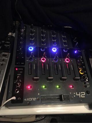 Mesa de mezclas xone 42