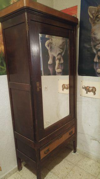 Armario antiguo con espejo de segunda mano en madrid en for Espejos segunda mano barcelona