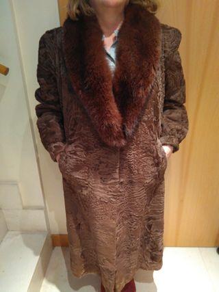 abrigo de Astrakan y cuello vison