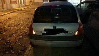 Renault Clio 2001 negociable o cambio