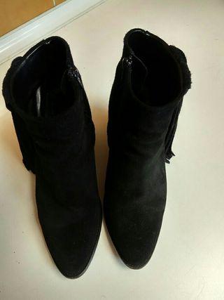 Botines de tacón negro Zara