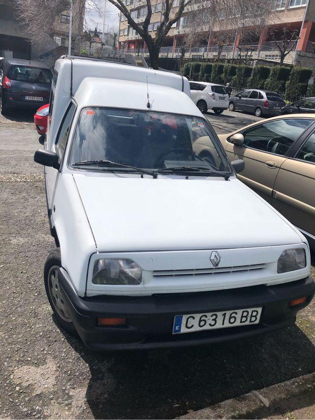 Renault Express (incluye el cambio de nombre)