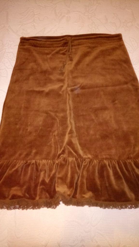 cc27cc6ca Falda marrón talla M de terciopelo trafaluc de segunda mano por 7,5 ...