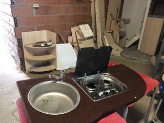 Cocina y fregadero camper