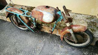 moto antigua clásica Ducati 125 TS