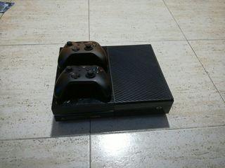 xbox one + 2 mandos