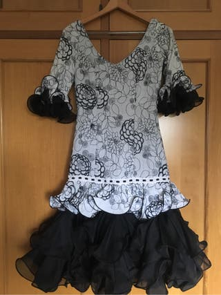 Vestido traje. Flamenca, sevillana, gitana