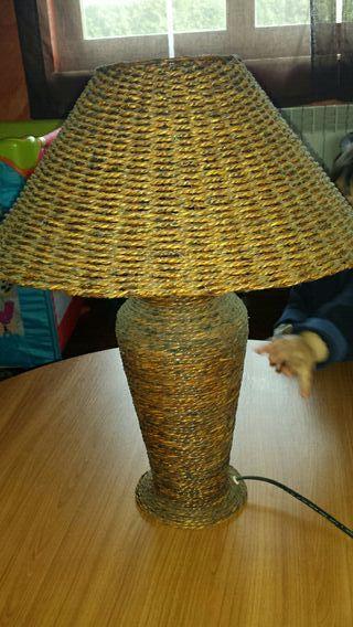 Lámpara de mimbre