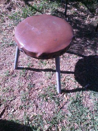 Taburete de hierro mazizo con platina