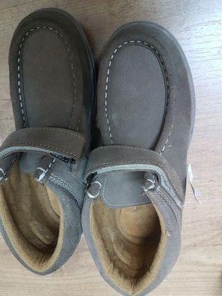 Zapatos número 32