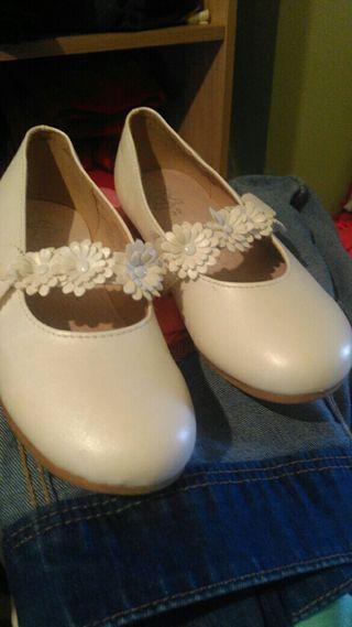zapatos blancos num.32..por solo 17 euros