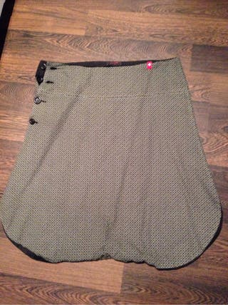 Pantalón efecto falda