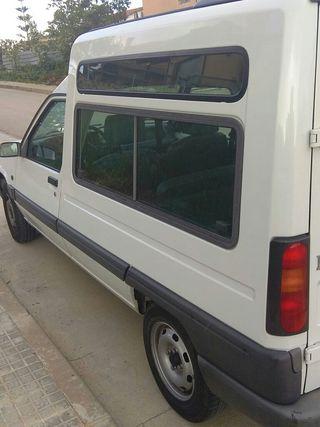 Furgoneta Renault Express, año 1997.