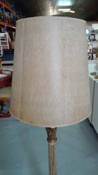 Antigua Lámpara de pie columna madera.