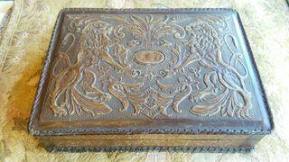 caja de puros de cuero de estilo español.