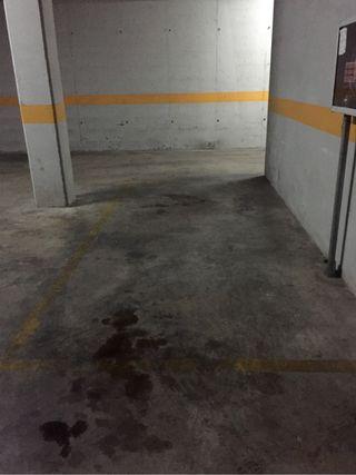Plaza parquing. Parking.