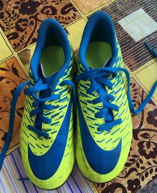 Botas Nike futbol campo niño