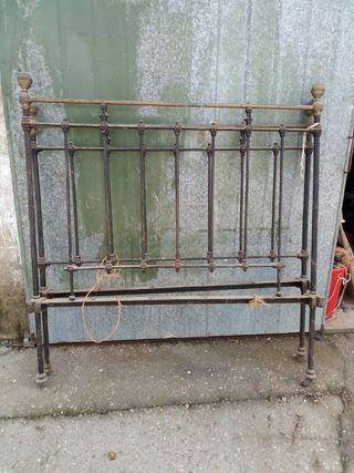 cama antigua de metal y bronce