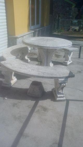 Mesa de piedra y fuente de piedra para jardin de segunda mano por