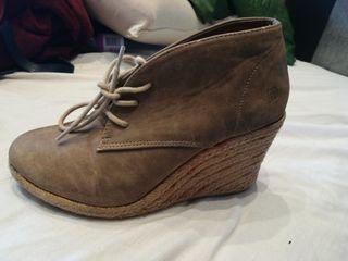 zapatos cuña mustang talla 36 comodisimos