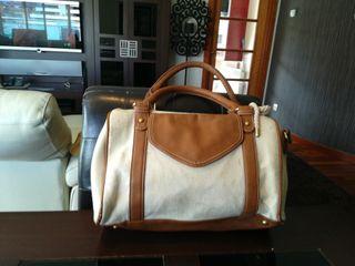 Precioso bolso cuero-tela con asa reforzada