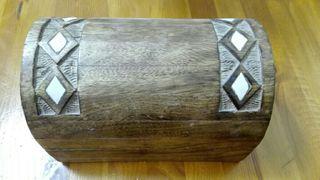 Caja, cofre de madera