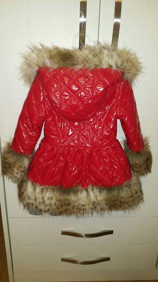 abrigo rojo foque niña