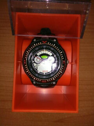 reloj de pulsera y caja protectora