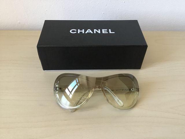 358f4551ff Gafas de sol Chanel de segunda mano por 20 € en Barcelona en WALLAPOP