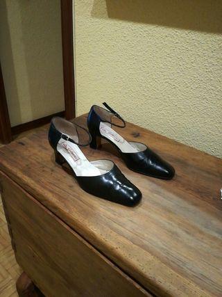 zapatos negros n°40 ,tacón de 7cm