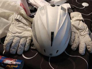 casco y guantes snowboard