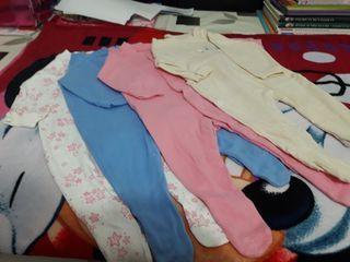 Pijamas de bebe de entretiempo .