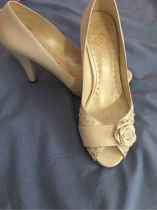 Zapatos de tacon blancos novia