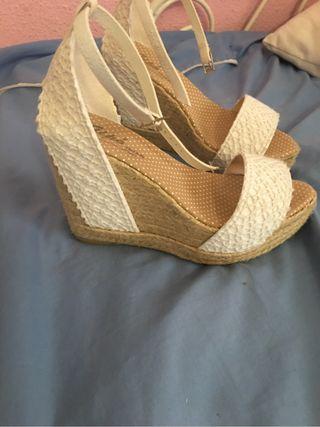 Zapatos cuña de novia nuevas