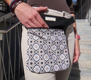 Riñonera bandolera bolso modernista Barcelona