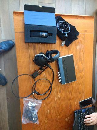 microfono ,cascos,targeta de sonido