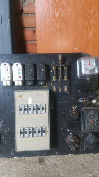 antiguo transformador vintage de luz