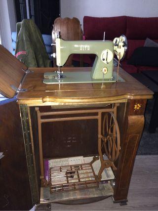 Maquina de coser antigua, coleccionista