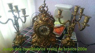 CONJUNTO DE 2 CANDELABROS Y 1 RELOG