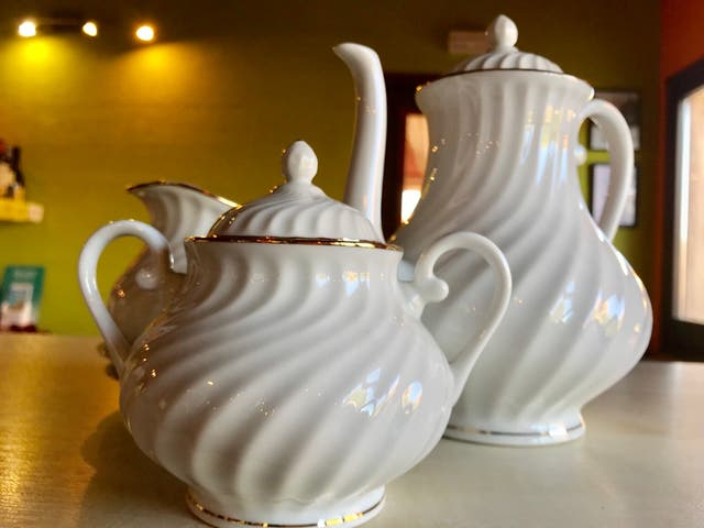 Tetera Vintage con complementos de té