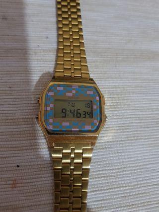 b4f771a54e6 Reloj Casio dorado de segunda mano en Barcelona en WALLAPOP