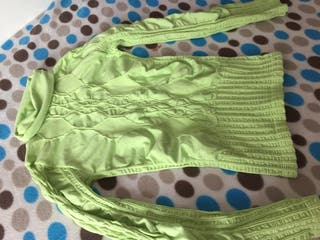 Camiseta cuello verde pistacho