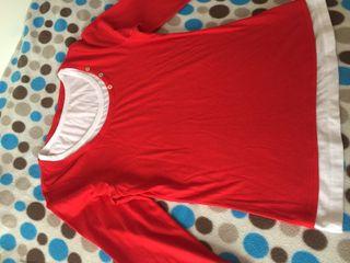 Camiseta roja y blanca