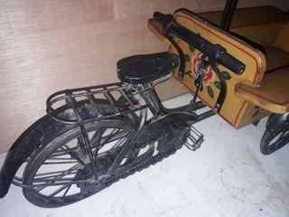 Triciclo antiguo de decoración.