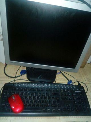 Pantalla, teclado y ratón de ordenador